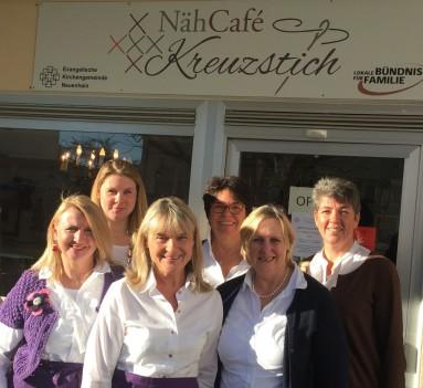 Das Team vom Nähcafé-Kreuzstich ... von links: Annelore Roth, Christiane Wiedeler, Susan Kunz, Caroline Schabram, Ina Romberg-Jung, Anke Kruse-Bäumchen